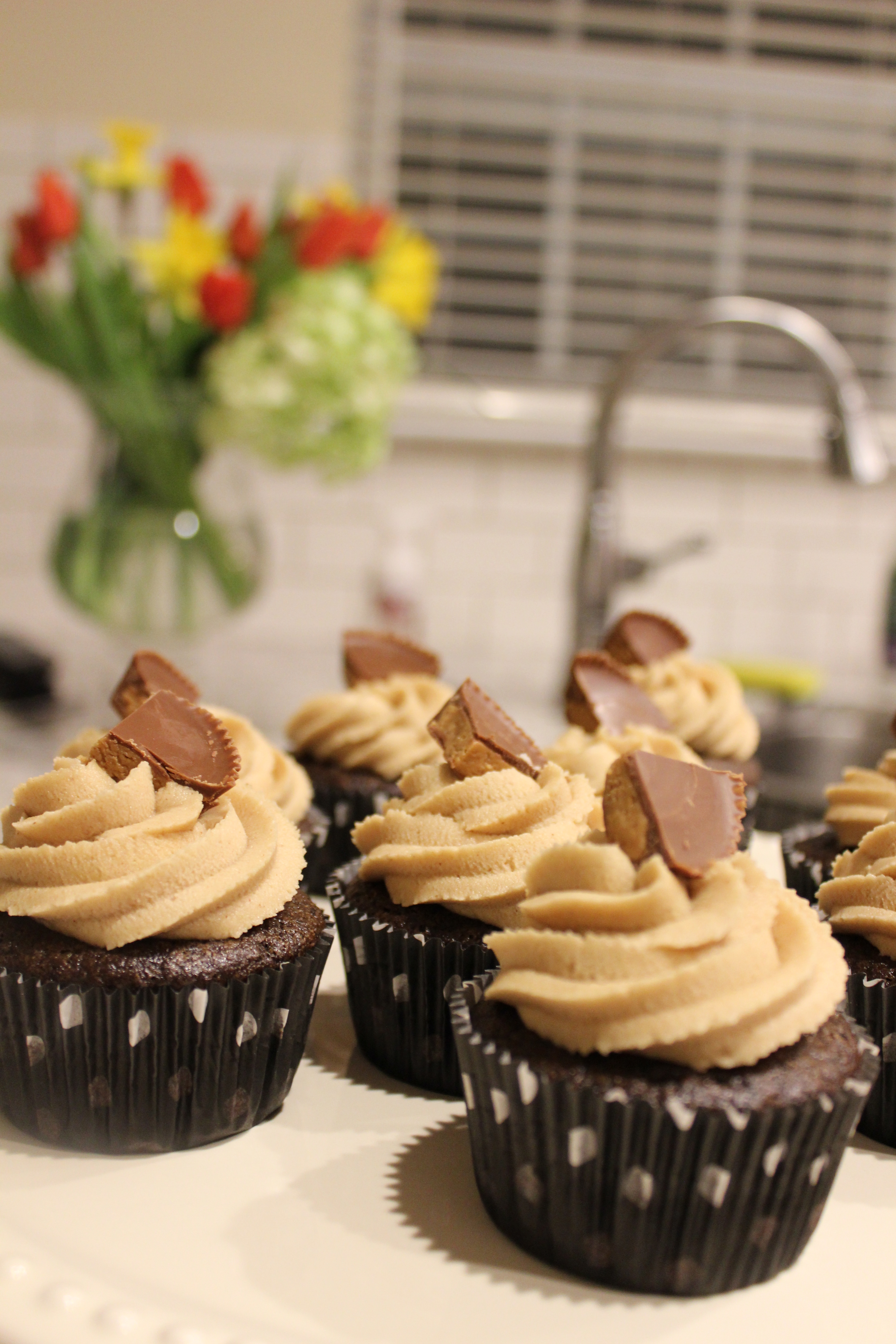 cupcakes with peanut butter frosting chocolate peanut butter layered ...