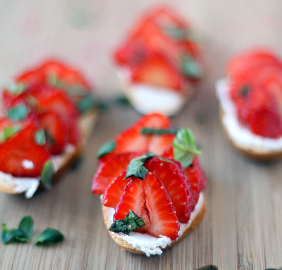 strawberry balsamic basil goat cheese crostini recipe