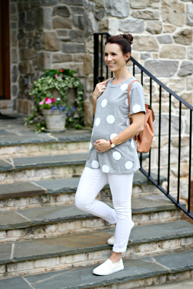 maternity style; white jeans and polka dots